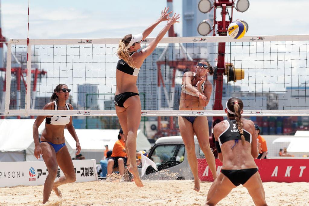 Rebecca Guardian e Ana Patricka Ramos do Brasil foram derrotadas na final do evento quatro estrelas do FIVP Beach Volleyball World Tour em Justat pelas companheiras de equipe nas Olimpíadas de Tóquio 2020, Agatha e Tuda © Getty Images.