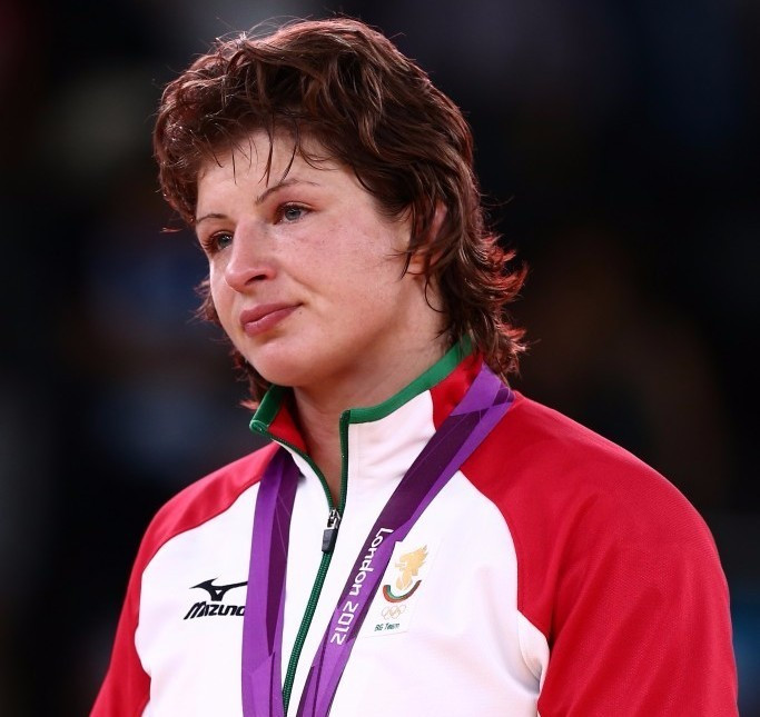 Recently-retired Bulgarian wrestler claims was offered cash to throw a World Championship final