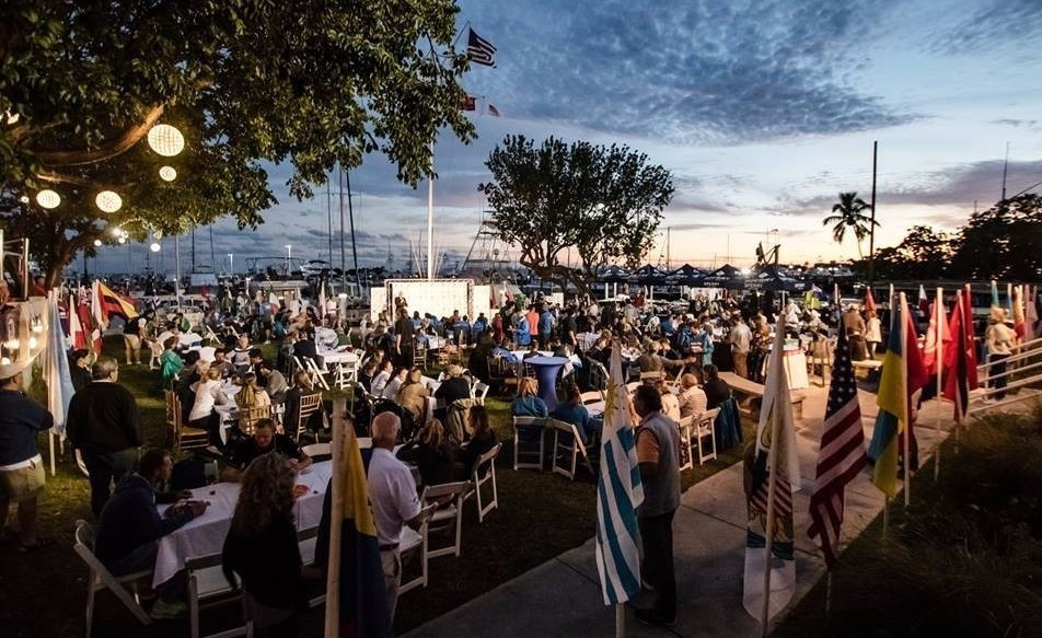 Crowds gather to watch the final day of the Miami-leg of the World Cup ©World Sailing