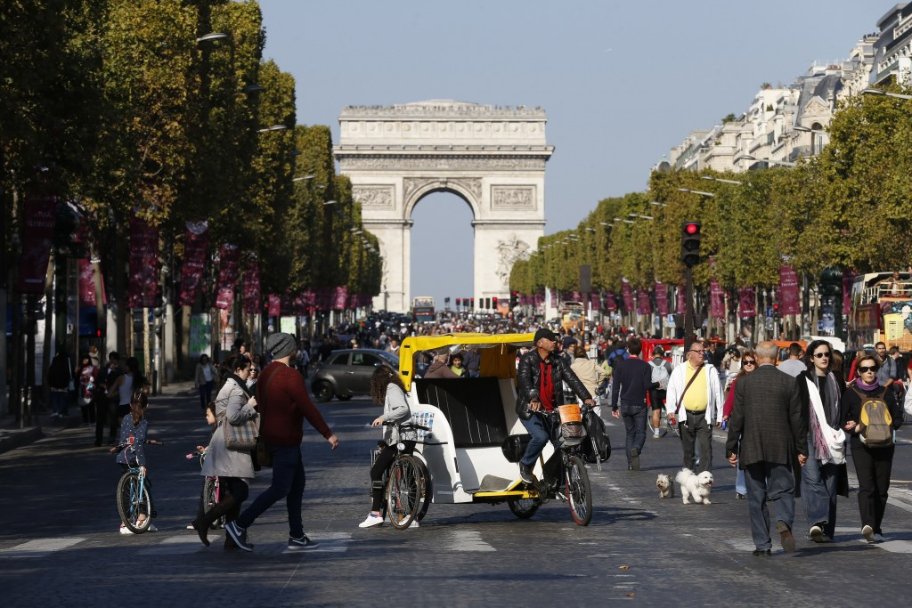 Paris 2024 are due to unveil their Olympic and Paralympic Games bid logo tonight at the Arc de Triomphe