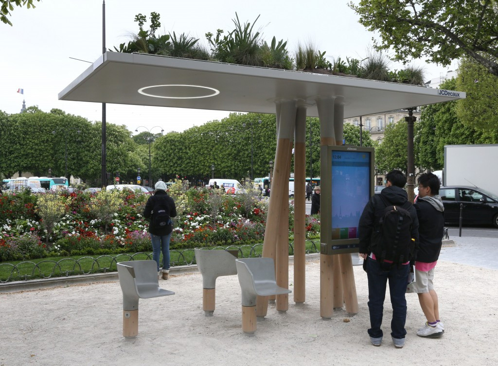 Outdoor advertisers JCDecaux will provide connectable and sustainable services to Paris 2024 ©Getty Images