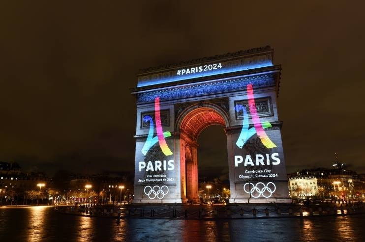Paris 2024 projected its new Eiffel Tower-inspired logo onto the Arc de Triomphe during a special ceremony ©Paris 2024