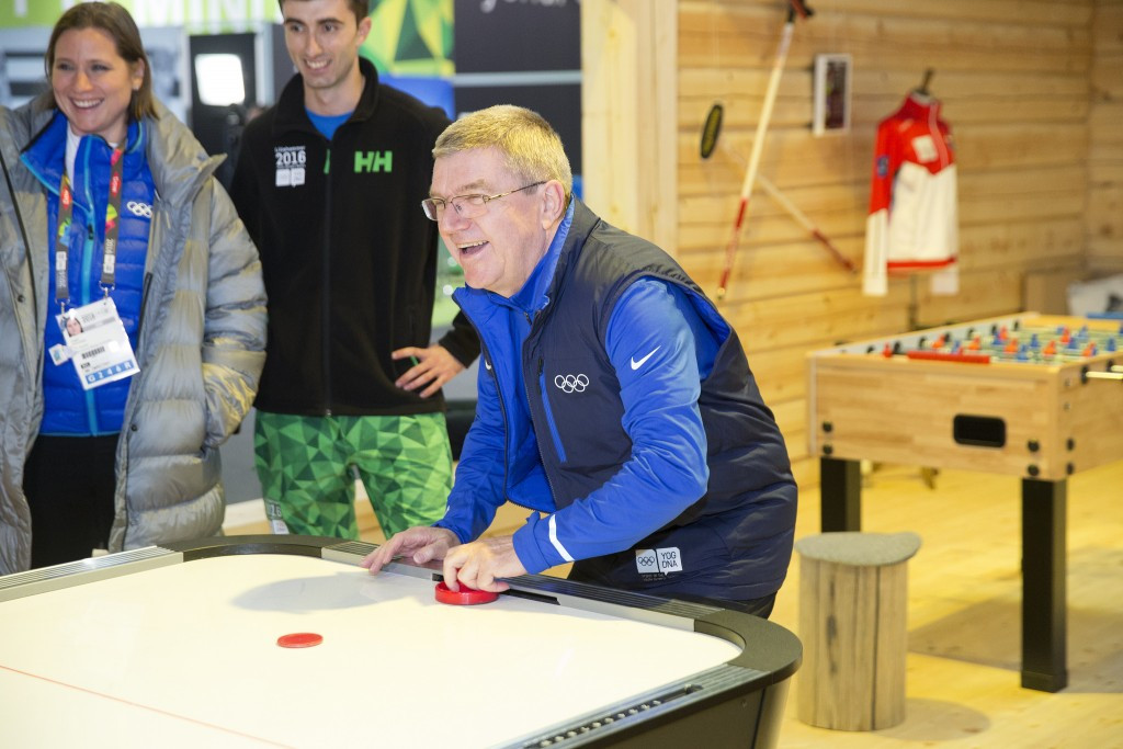 Thomas Bach meeting with athletes during his tour today ©IOC/Flickr