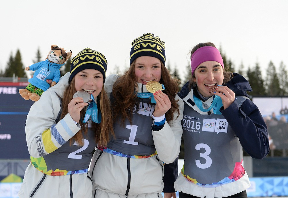 Sweden claimed silver and bronze in the women's cross-country cross final ©YIS/IOC
