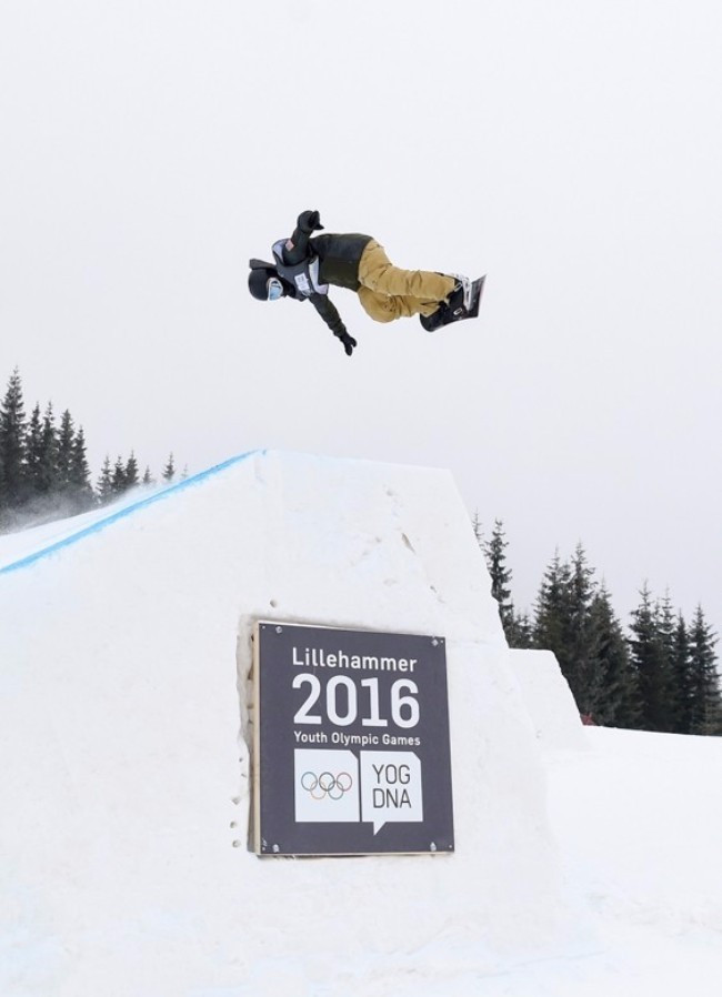 Jake Pates on the way to men's snowboard slopestyle gold ©Lillehammer 2016