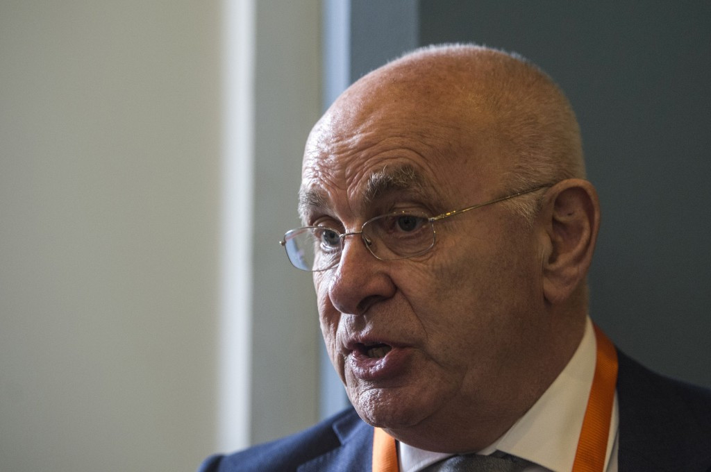 Van Praag and Figo pull out of FIFA Presidential race