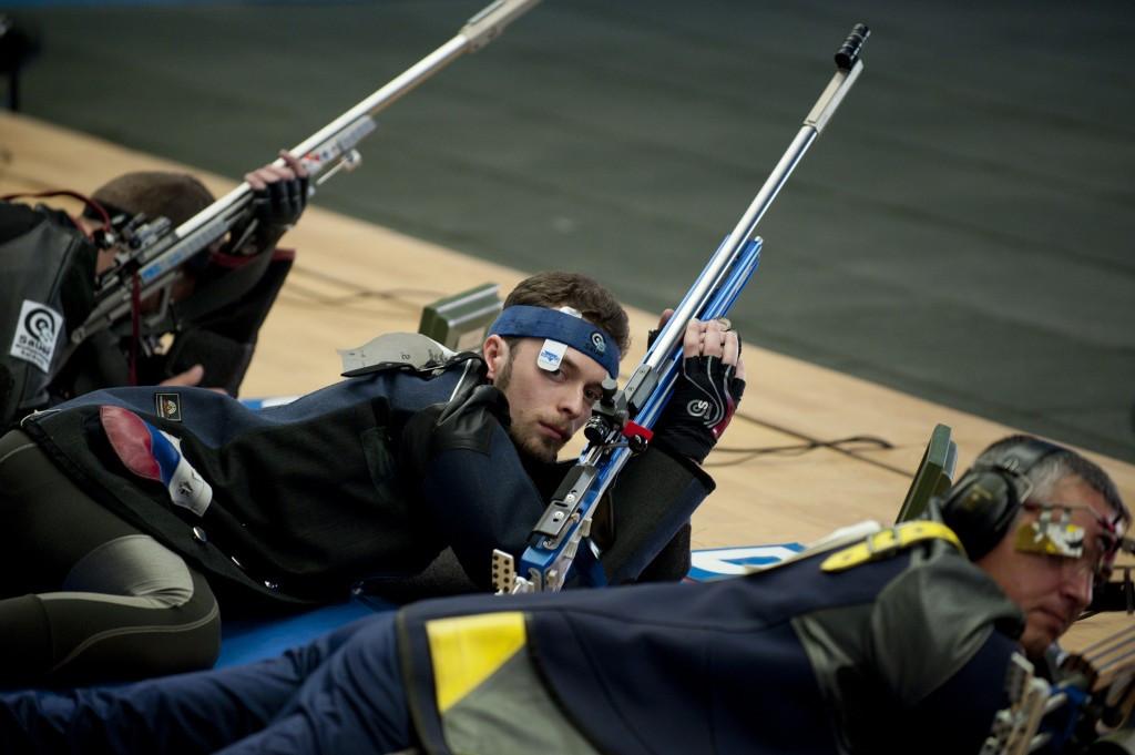 Sergey Kamenskiy (centre) won the men's 10m air rifle title ©Getty Images