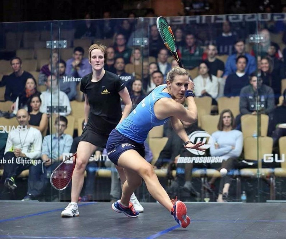Women's number one Laura Massaro enjoyed comfortable progression to the quarter-finals