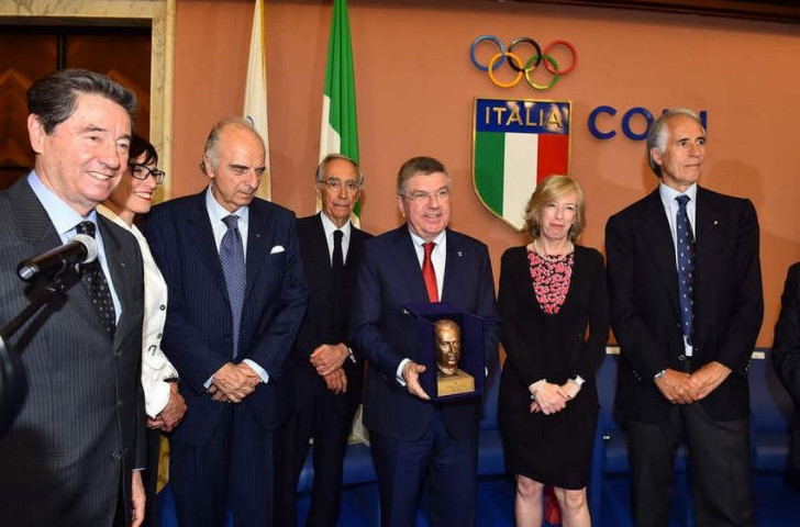 Thomas Bach meeting with Italian officials during his visit to Rome ©CONI