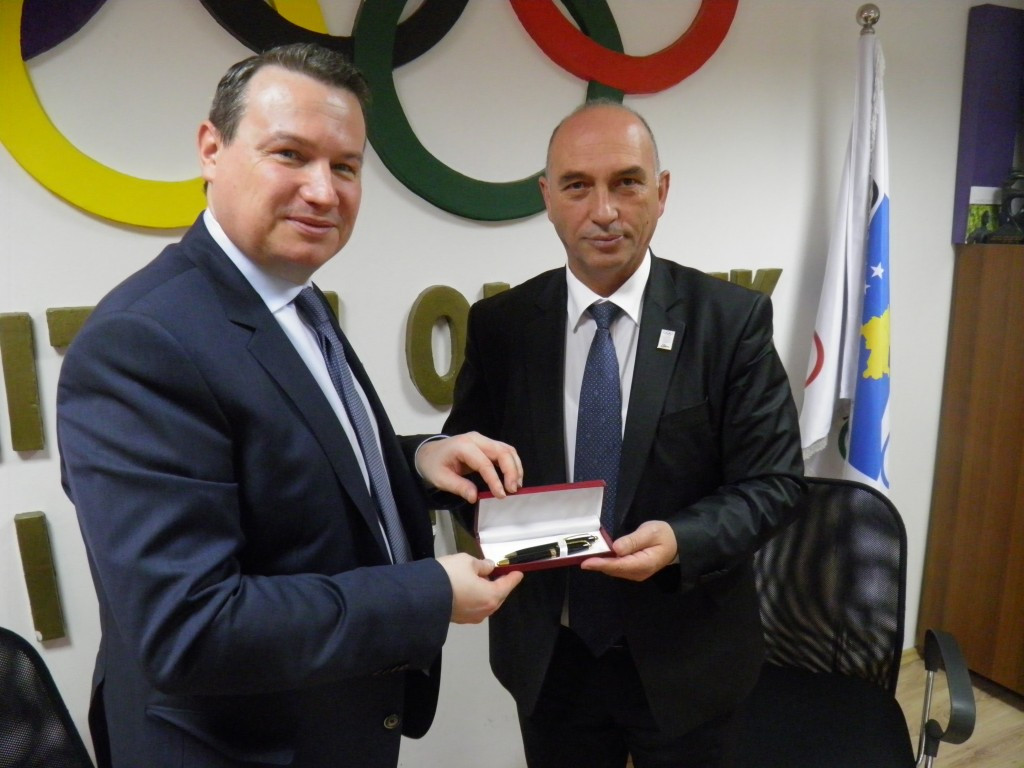 World Baseball Softball Confederation executive director Michael Schmidt (left) pictured with Kosovan Olympic Committee President Besim Hasani during his visit ©Kosovo Baseball Initiative