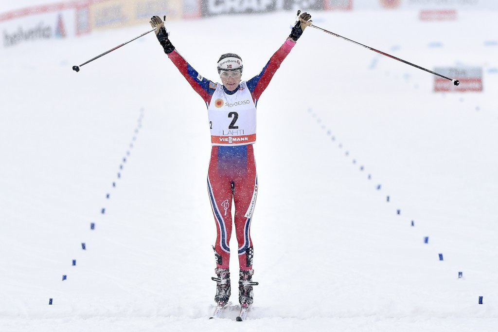 Heidi Weng edged team-mate Therese Johaug to top the podium in the women's 10km race