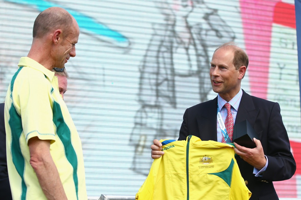 Steve Moneghetti was a popular Chef de Mission of the Australian team at Glasgow 2014, where he presented a special national team top to Prince Edward in the Athletes' Village ©Getty Images