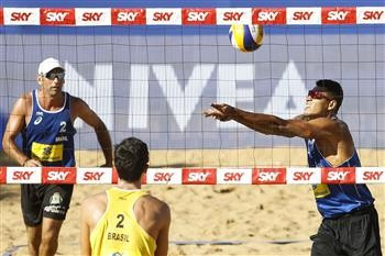 Former world champion and partner win all-Brazilian clash to earn place in main draw at FIVB Vitória Open