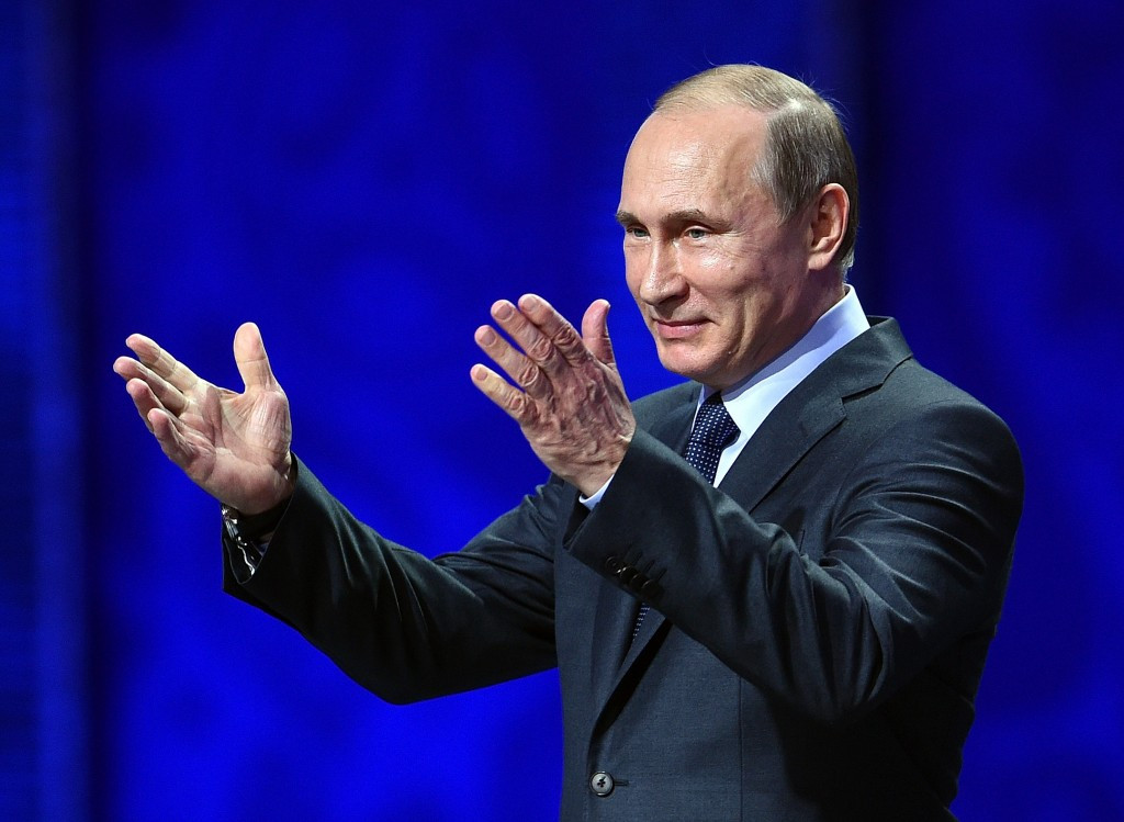 Putin says doping scandal should not be politicised