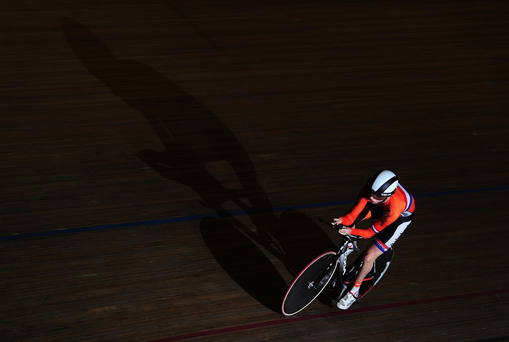 Nijhuis breaks world record to claim gold at UCI Para-cycling Track World Championships