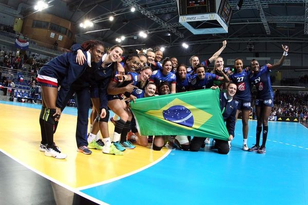 France earn final Rio 2016 women's handball berth