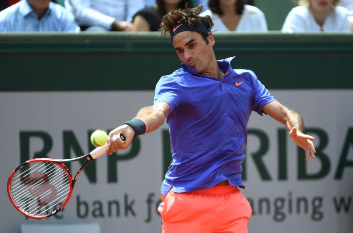 Federer breezes into French Open third round as Halep suffers shock defeat