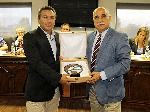 Chilean Olympic Academy President honoured for travelling museum concept