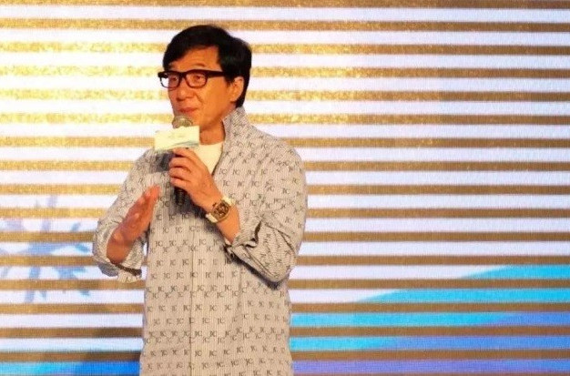 Jackie Chan accepts his appointment as a Beijing 2022 bid music consultant ©Beijing 2022