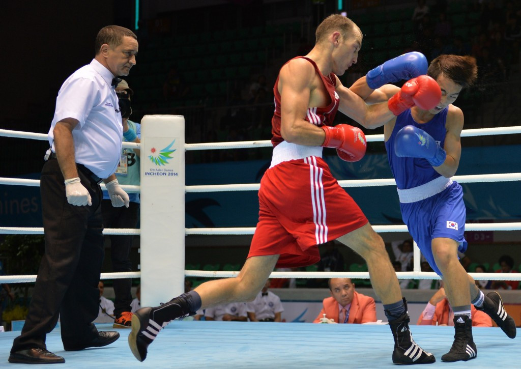Kyrgyzstan's Ermek Sakenov (red) missed out on a place at Rio 2016 after he lost to China's Hu Qianxun ©Getty Images