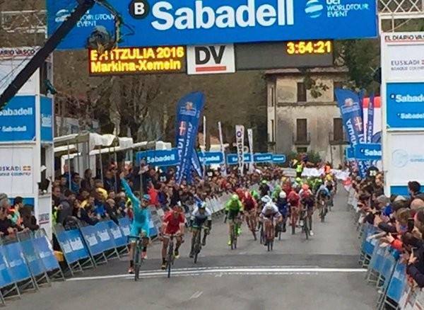 Sánchez wins all-Spanish sprint to claim first stage of Vuelta al Pais Vasco