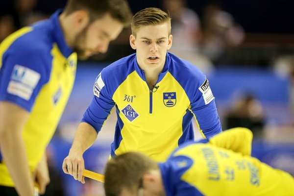 Sweden back on track with two victories at World Men's Curling Championship