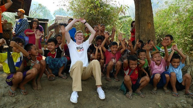 Ski jumper Freund visits refugees in Thailand with FIS-backed charity