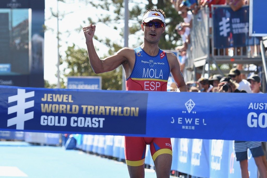 Mola keeps 2016 undefeated streak alive with victory at Gold Coast leg of World Triathlon Series