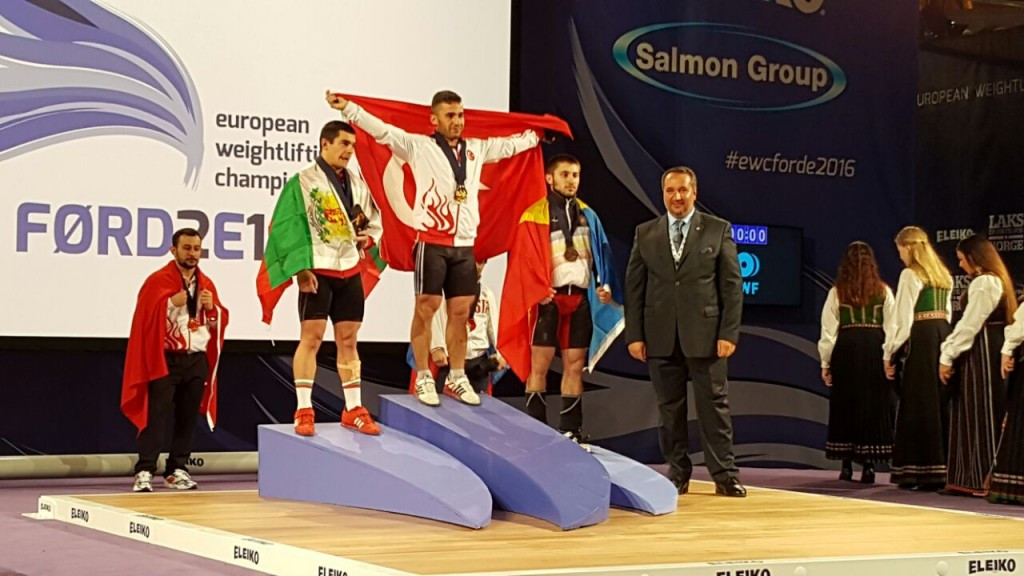 Hursit Atak won the men's 63kg category at the European Weightlifting Championships to complete another successful day for Turkey, who have won two gold medals already ©THF