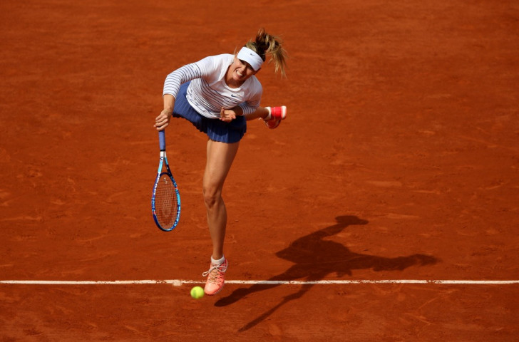 Sharapova and Federer ease through to fourth round at French Open