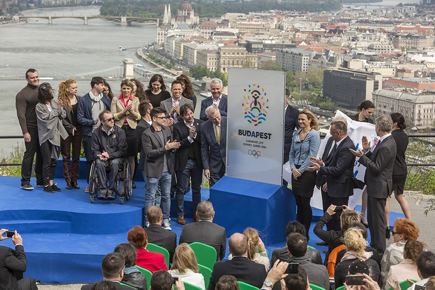 Budapest 2024 officially unveiled their bid and unveiled their logo for the Olympic and Paralympic Games at a special ceremony overlooking the River Danube ©Budapest 2024