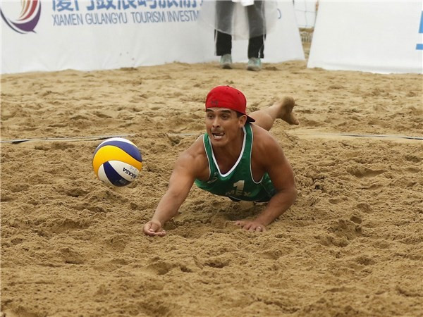 Mexico's Lombardo Ontiveros and Juan Virgen were among the victors in the quarter-finals ©FIVB