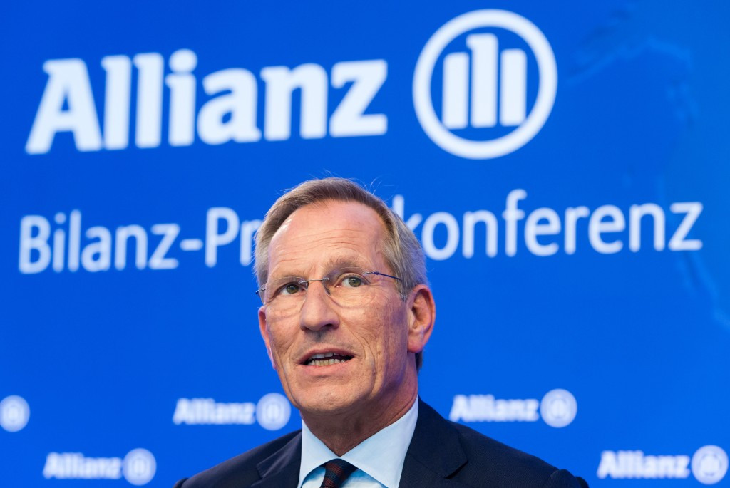 IPC present former Allianz chief executive with the Paralympic Honour