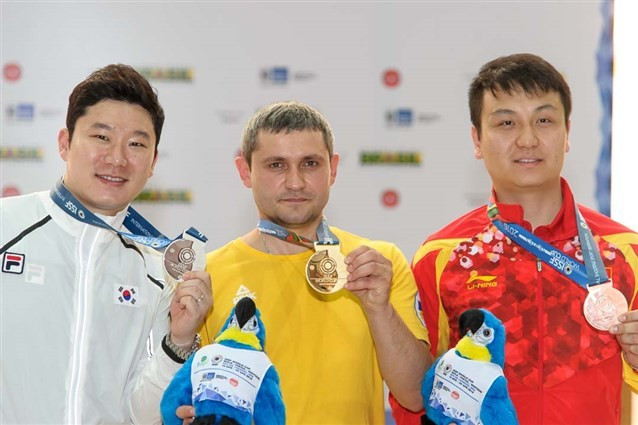 Oleh Omelchuk won the 50m pistol title in Rio ©ISSF