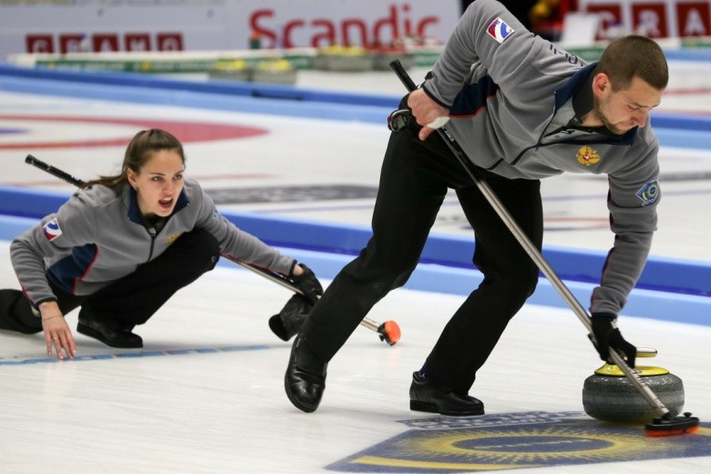 Scotland end Canada's unbeaten run to reach semi-finals at World Mixed Doubles Curling Championship