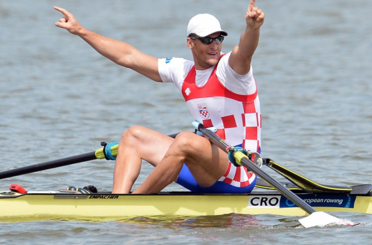 Damir Martin of Croatia held off world champion Ondrej Synek in the men's single sculls to win in a European Best Time ©Getty Images
