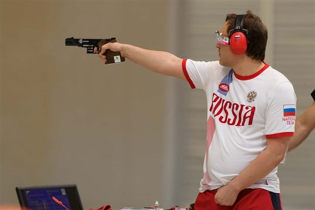 Klimov equals world record as Jiewchaloemmit bags first ISSF World Cup gold at Rio 2016 test event