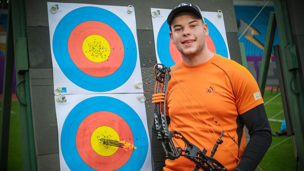 Dutchman Schloesser breaks own global record at Archery World Cup in Shanghai