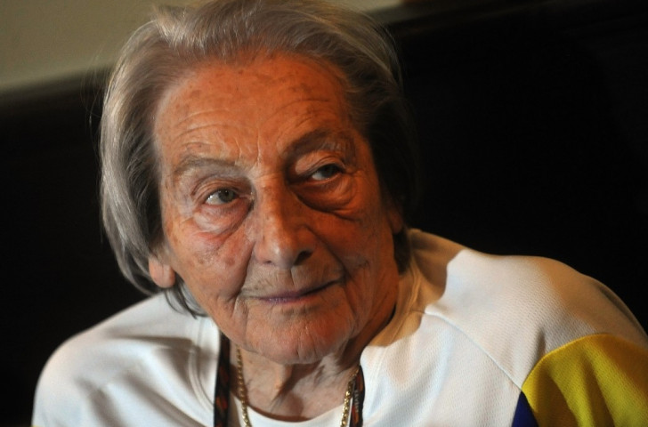 Zatopek's wife Dana, Olympic javelin champion in 1952, pictured aged 89 at a 2012 press conference in her native Prague ©Getty Images