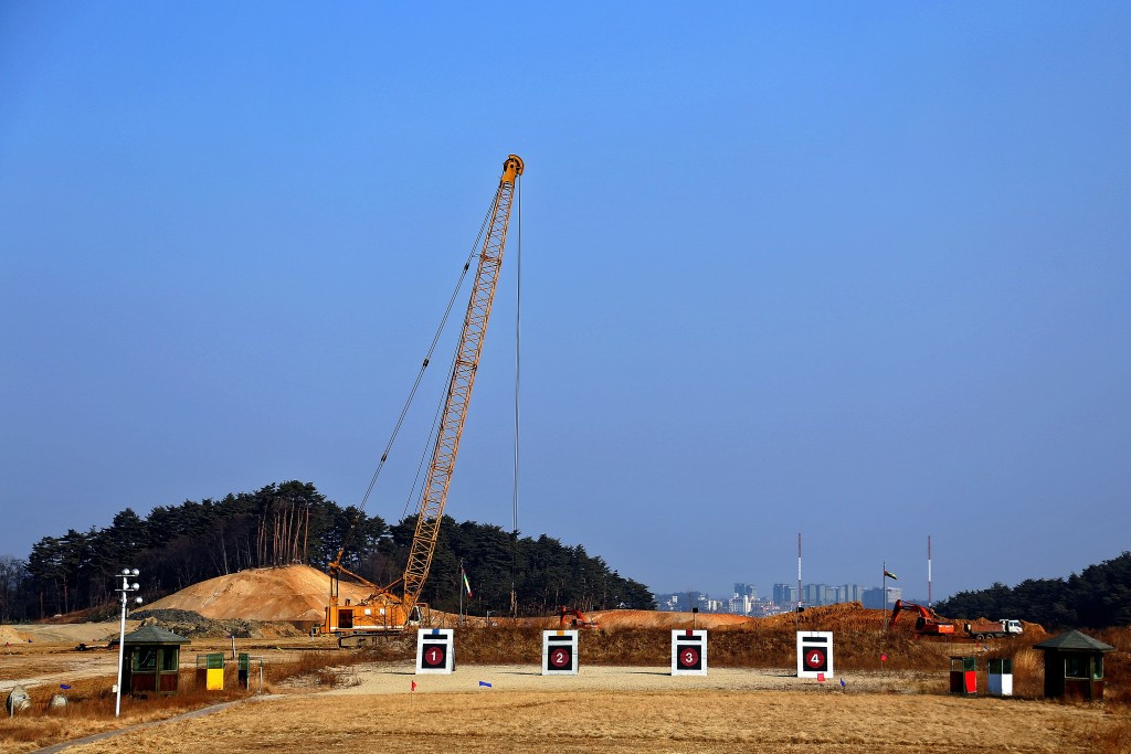 Construction taking place at the Gangneung Oval in February 2015 ©Getty Images
