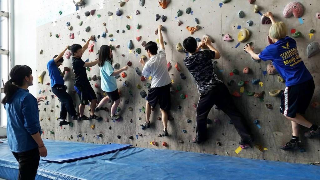 Japanese students practising sport climbing ©IFSC