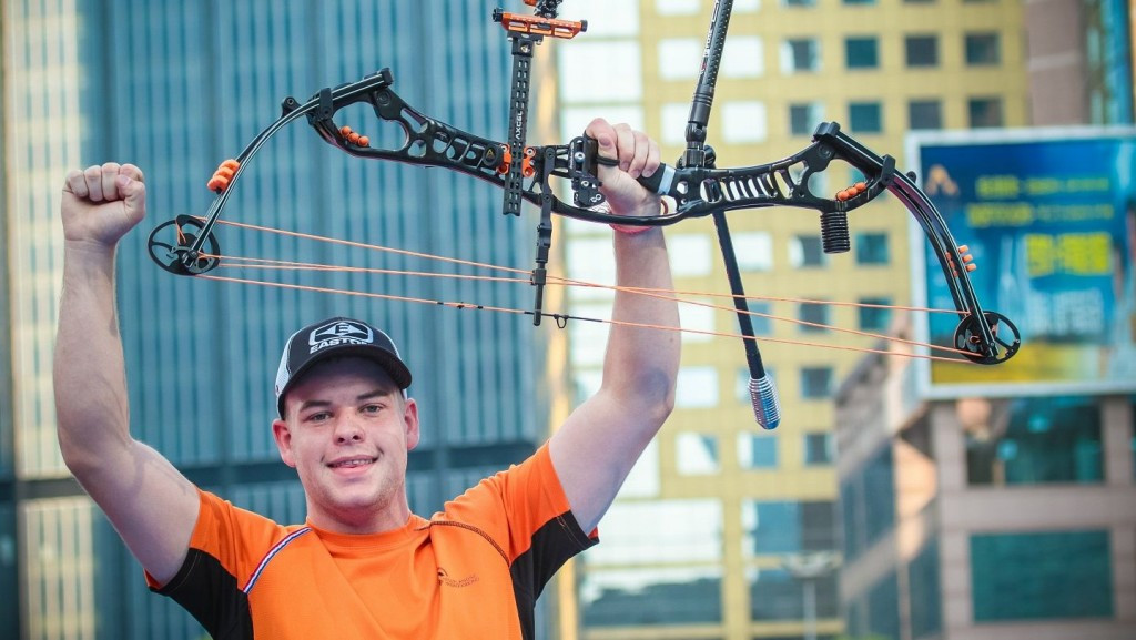 Schloesser wins low scoring thriller after rival misses shot at Archery World Cup