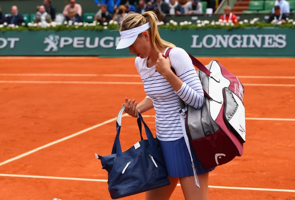 Sharapova stunned at Roland Garros but men's favourites progress to quarter-finals