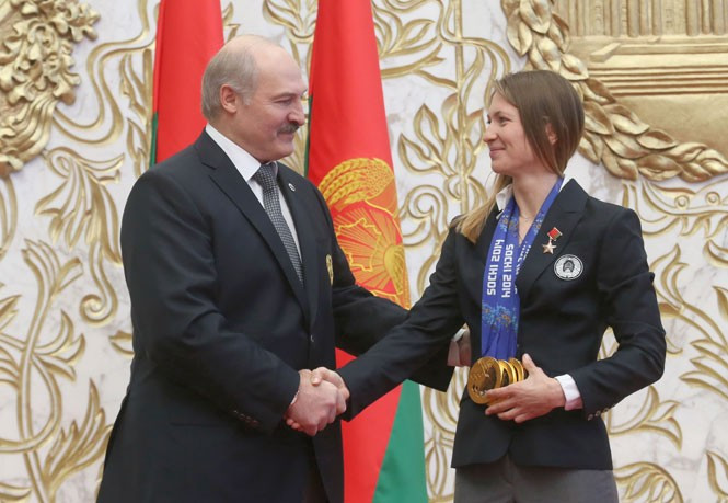 President Alexander Lukashenko bestowed the Hero of Belarus star upon three-time Olympic champion Darya Domracheva following her success at Sochi 2014 ©President of Belarus