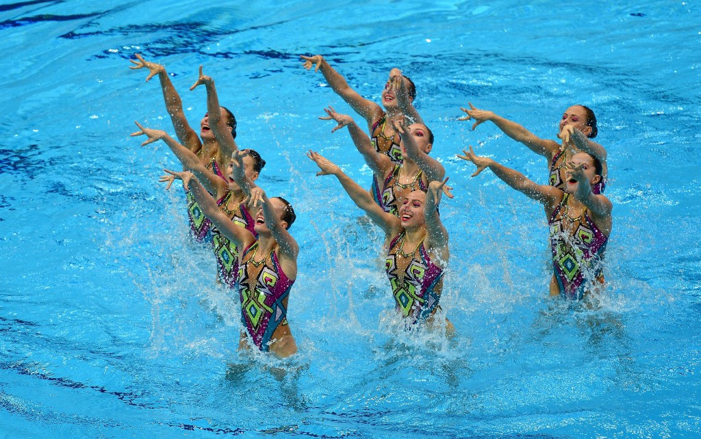 Favourites Russia claimed gold in the synchronised swimming team technical event