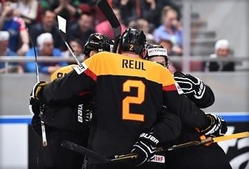 Germany keep quarter-final hopes alive with victory over Slovakia at IIHF World Championship