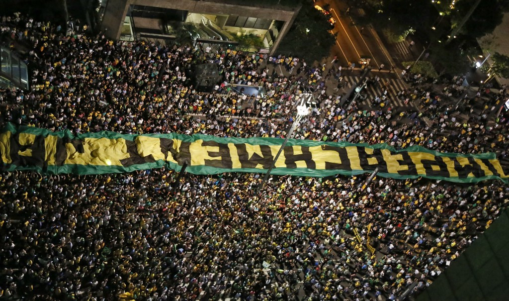 A huge rally in favour of impeachment is held in São Paulo