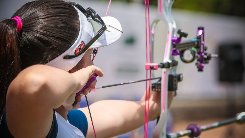 World number one tops qualifying to delight of home crowd at Archery World Cup in Medellín