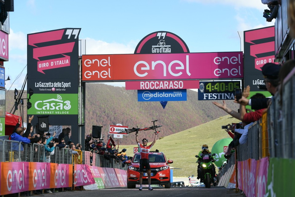 Wellens wins sixth stage of Giro d'Italia as Dumoulin extends race lead