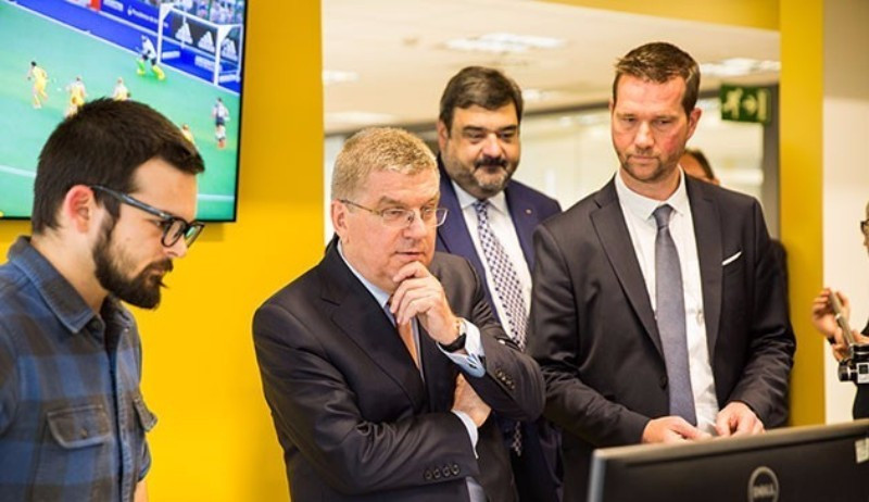 Thomas Bach during his visit to the Olympic TV Channel headquarters in Madrid ©IOC
